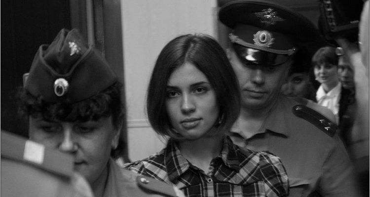 Nadezhda_Tolokonnikova_(Pussy_Riot)_at_the_Moscow_Tagansky_District_Court_-_Denis_Bochkarev