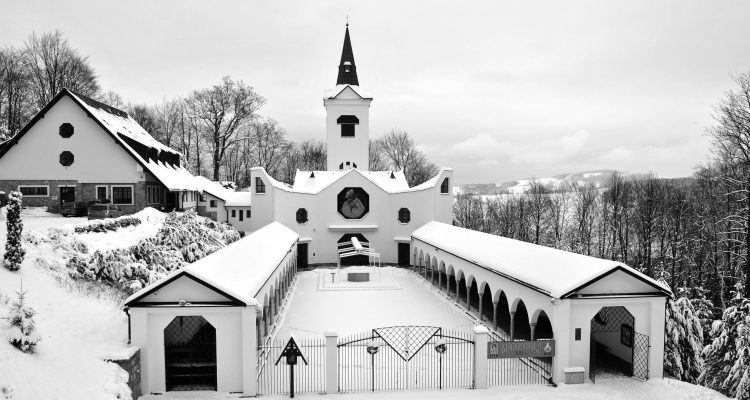Kostel Panny Marie Pomocne